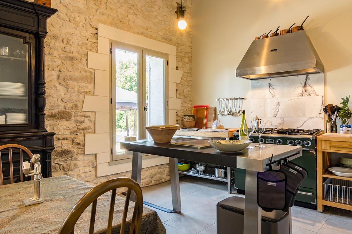 L'Orangerie Duras: Lower kitchen & dining room