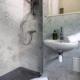 L'Orangerie Duras: Marble ensuite, Tower bedroom